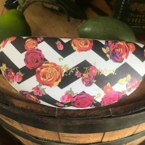 BETSEY JOHNSON Hard Aztec Rosey Sunglass Case